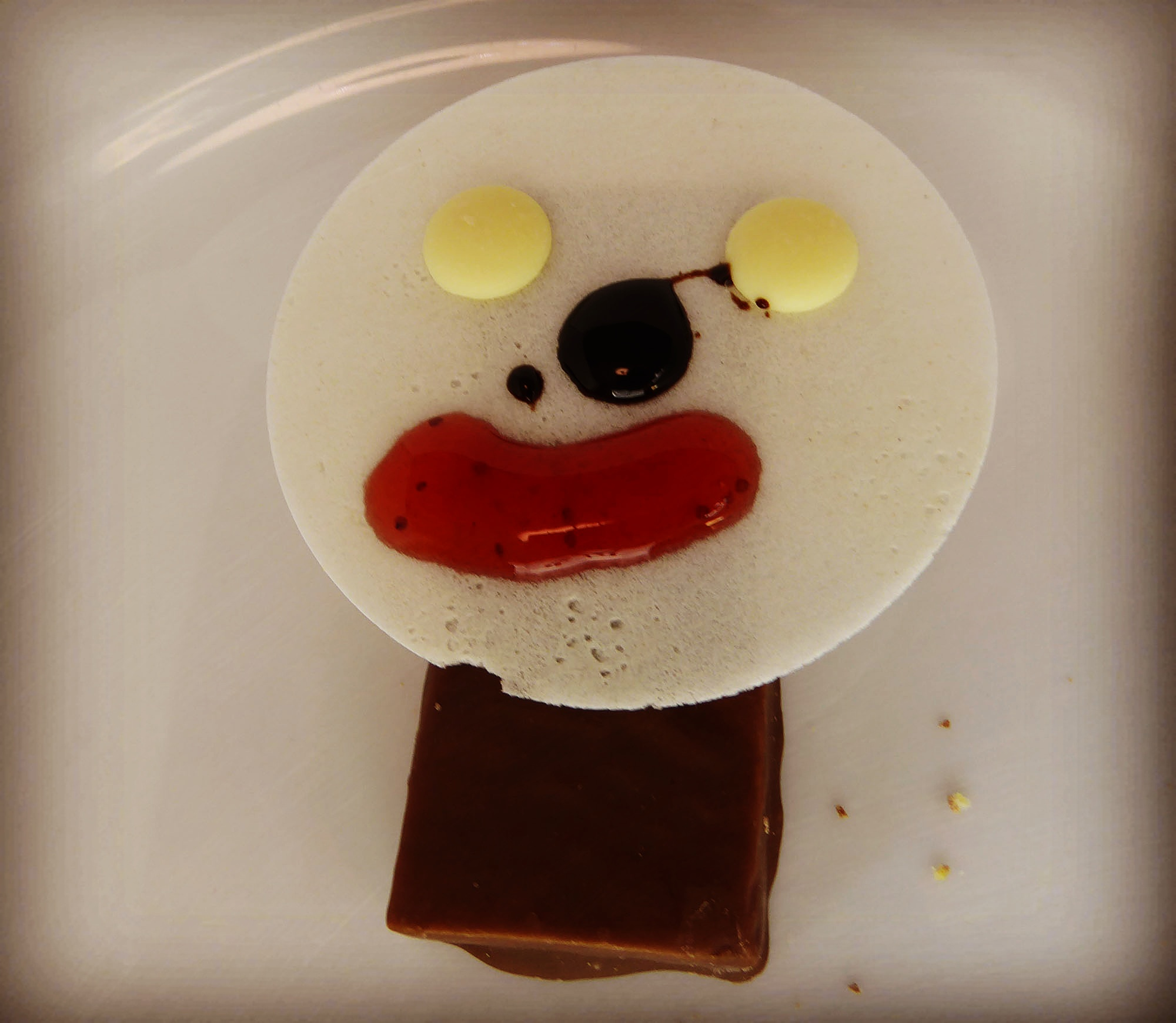 Sportnahrung Chocolate Nut Protein Bar funny face