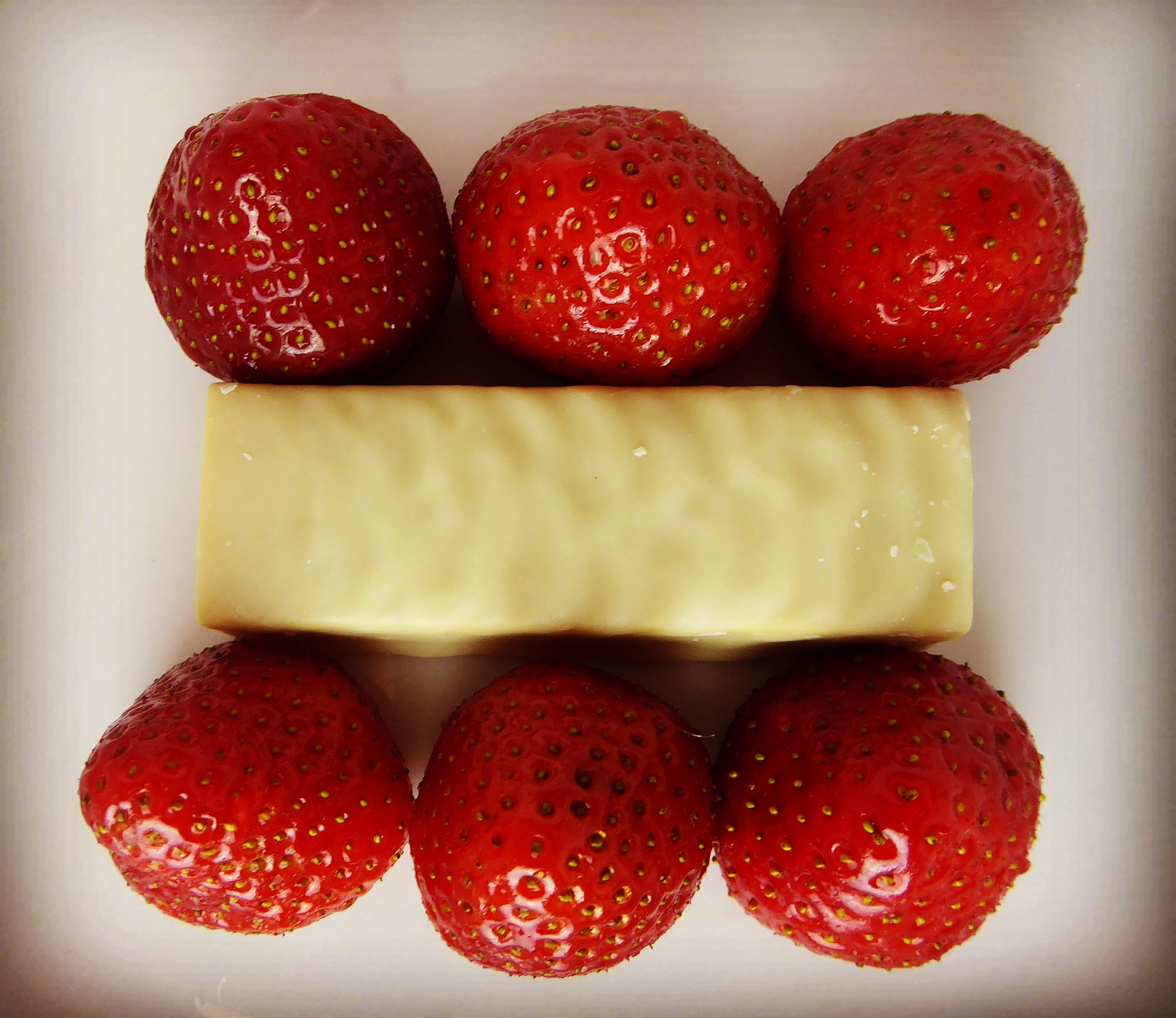 Nutrend Exelent Protein Bar Pineapple Coconut Yoghurt Strawberry